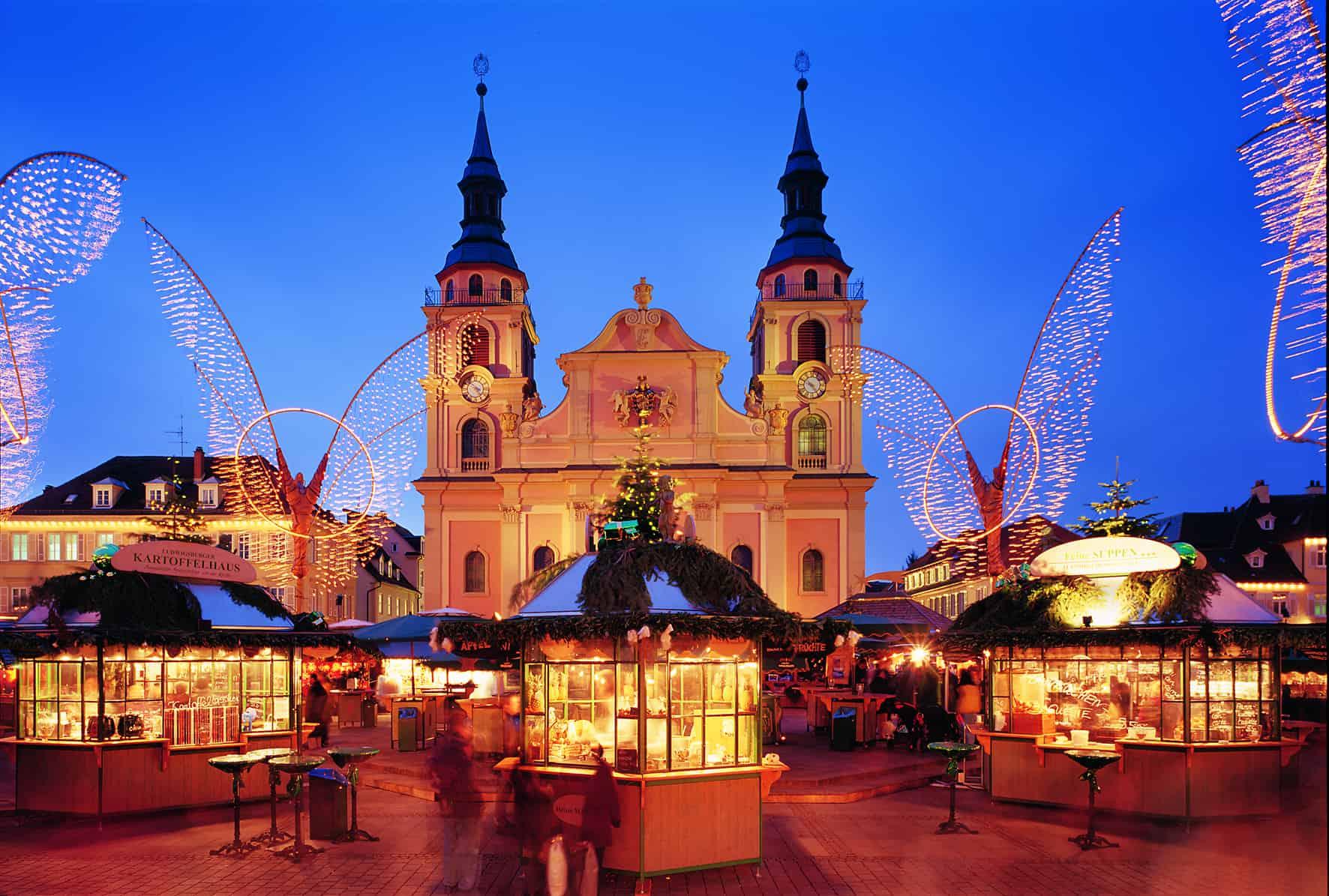 Barock-Weihnachtsmarkt in Ludwigsburg bei Nacht
