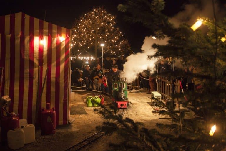 Fahrt auf der Eisenbahn über den Weihnachtsmarkt in Bad Homburg