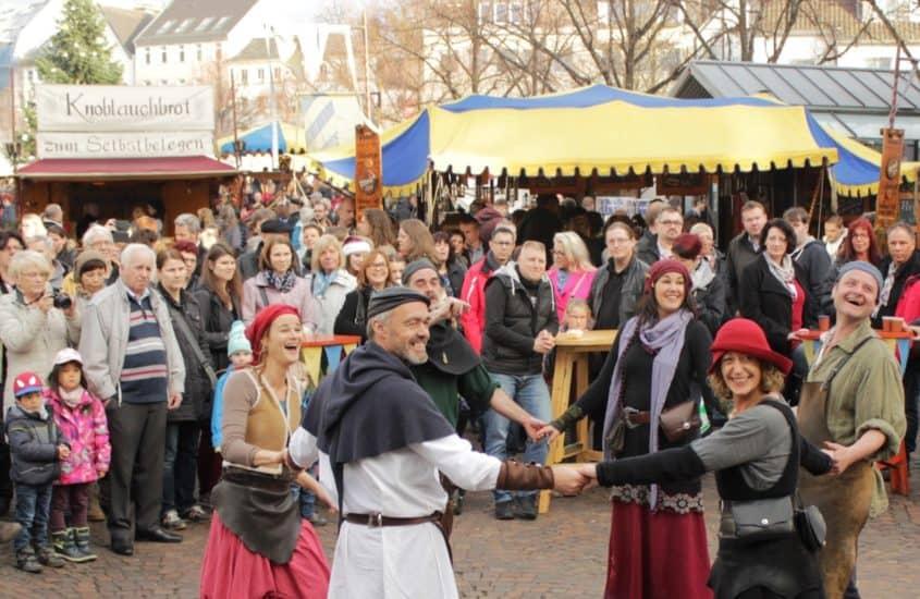 Milteralterliche Vorführung Weihnachtsmarkt Siegburg
