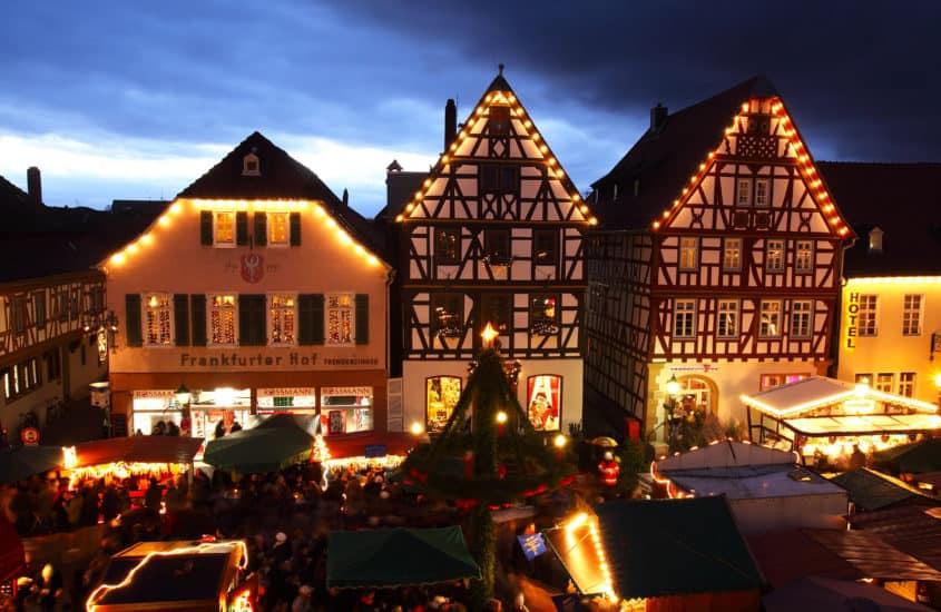 Weihnachtliche Abenndstimmung aufdem Marktplaty in Seligenstadt