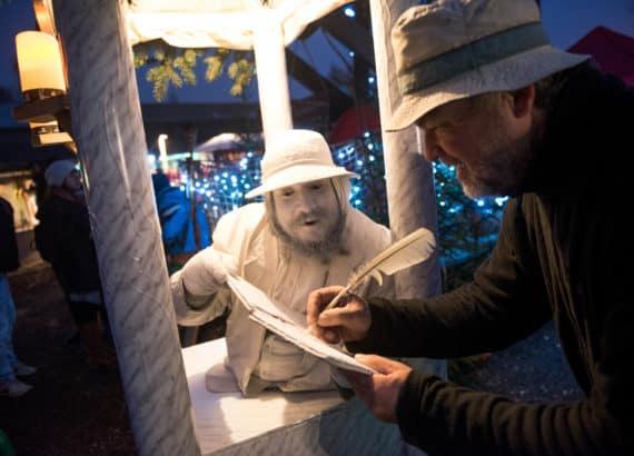 Der Historische Weihnachtsmarkt auf dem RAW-Gelände in Berlin-Friedrichshain, veranstaltet von Carnica, Historische Feste und Märkte. Copyright: Uwe Steinert / www.uwesteinert.de für Carnica. historischeCopyright: Uwe Steinert / www.uwesteinert.de