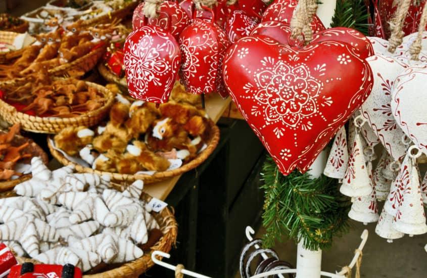 Christbaumschmuk rote Herzen