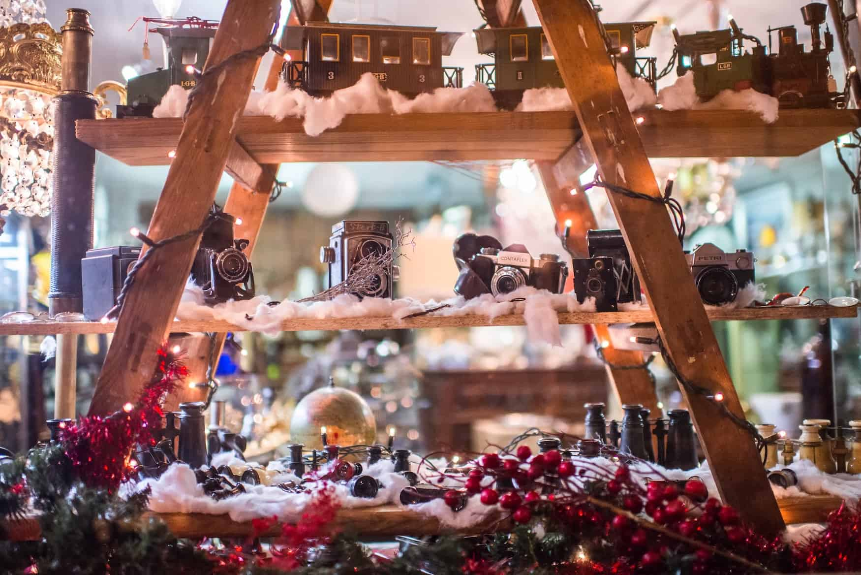 Warenauslage Weihnachtsmarktbude