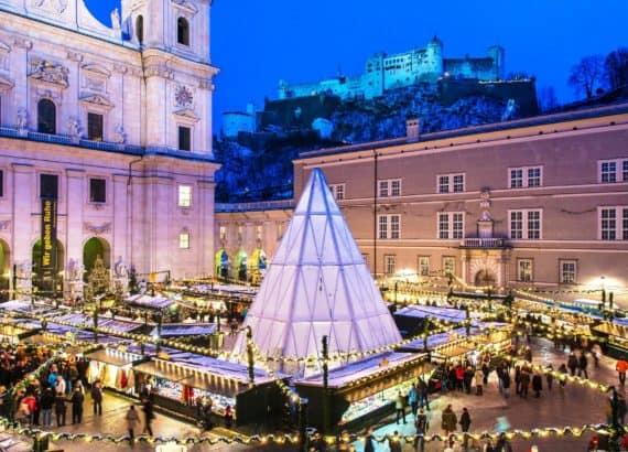 Blick auf den Weihnachtsmarkt Salzburg