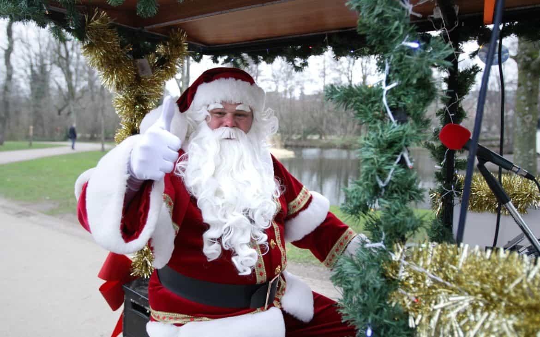 Nikolaus mit langem weißem Bart