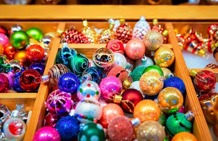 Christbaumkugeln, Weihnachtsmarktstand