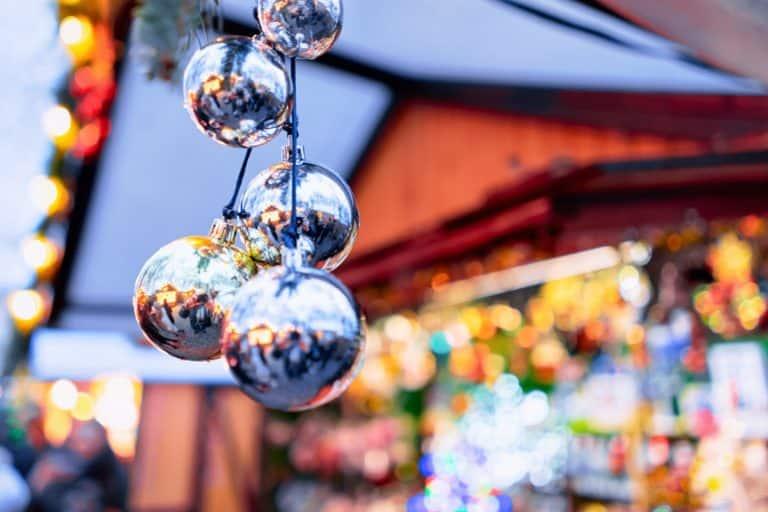 Christbaumkugeln, Weihnachtsmarkt