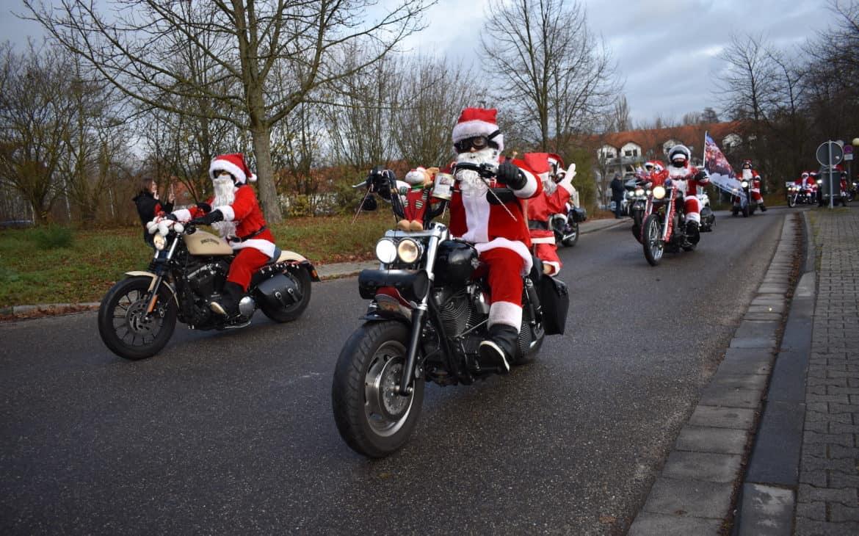 Harley Davidson Riding Santas fahren durch die Südpfalz und sammeln Spenden