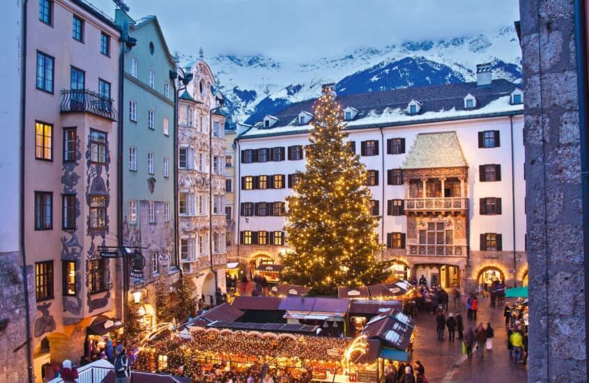 Die funkelnde und leuchtende Vorweihnachtszeit lässt sich auf den Weihnachtsmärkten in den österreichischen Alpen besonders genießen